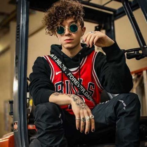 Jack Avery started to visit the United States in malls and cafes.