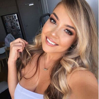 Jem Wolfie earns up to $30 thousand per day from OnlyFans.