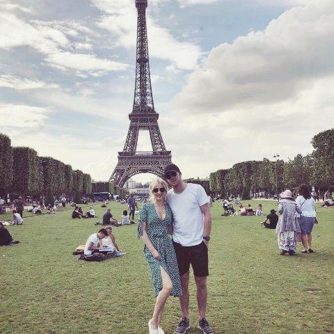 Conner McDavid and Lauren Kyle chilling a Paris.