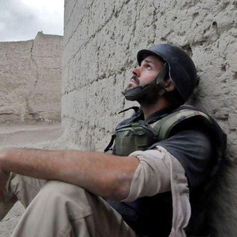 Jonathan Alpeyrie in a war doing his job.