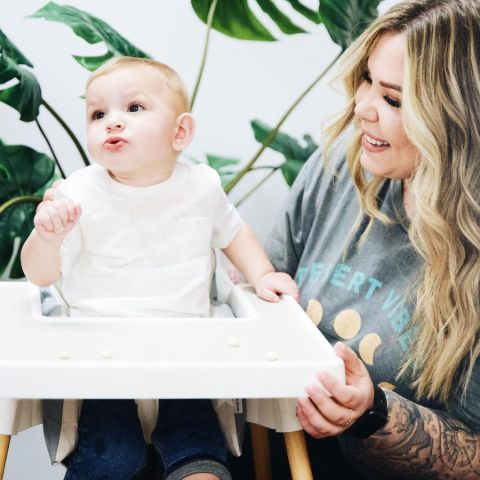 Kailyn Lowry is playing with her baby.