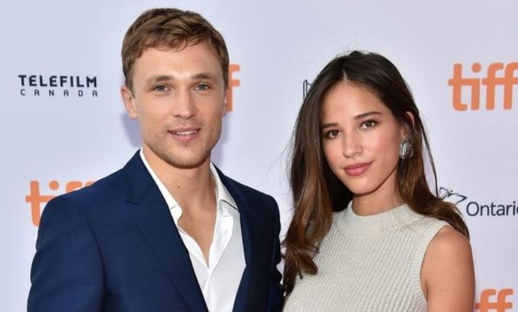 Kelsey Asbille and William Moseley are dating each other.