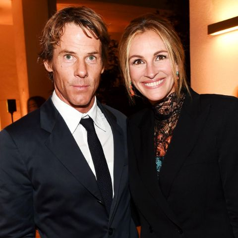 Julia Roberts previously married country singer Lyle Lovett.