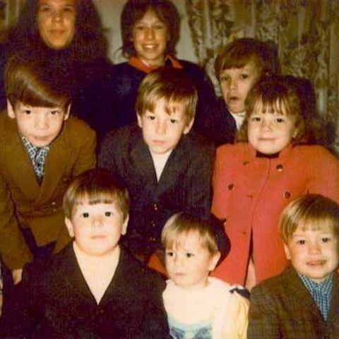 Tracey Wahlberg has nine siblings.