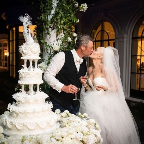Gwen Stefani and Blake Shelton revealed their marriage photo.