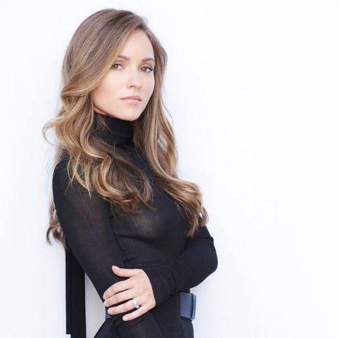 Nikita Kahn is an American actress and model.