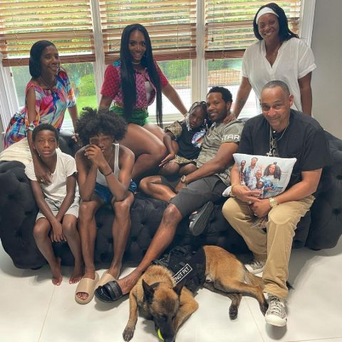 Mendeecees Harris is enjoying with his family.