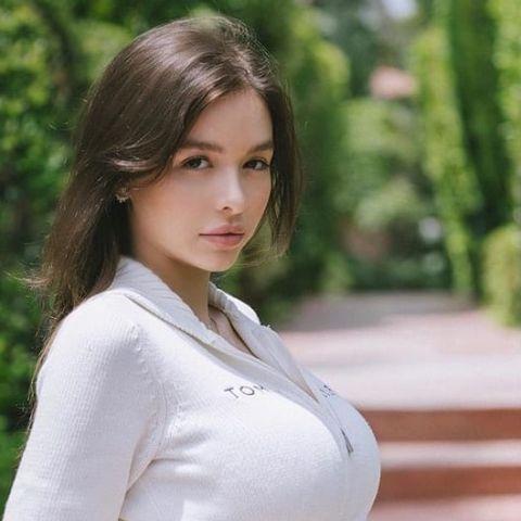 Sophie Mudd is increasing her earnings as an Instagram Model with growing popularity.