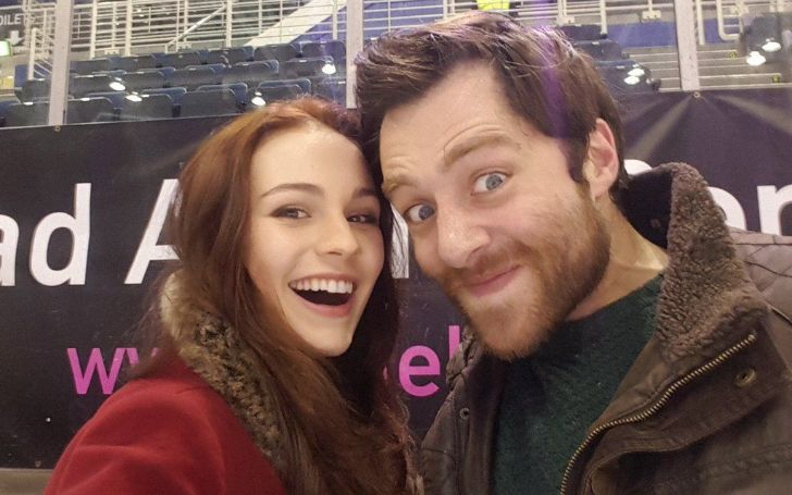 Sophie Skelton and Richard Rankin are both actors.