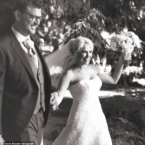 Josie Bissett tied a knot with a handsome hunkThomas Doig.