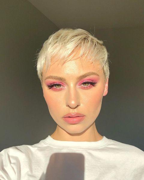 Alexandra Anele flaunting her makeup.