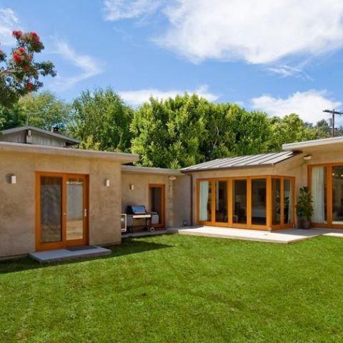 Sarah Paulson baught the house for $1.65million.