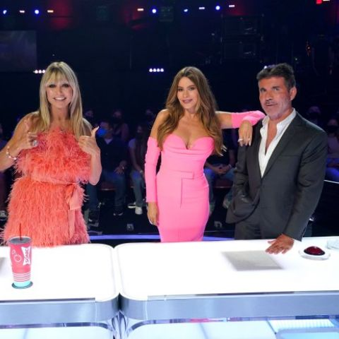 In the clip, Klum and Vergara can be seen talking to one another from behind the judges' panel.