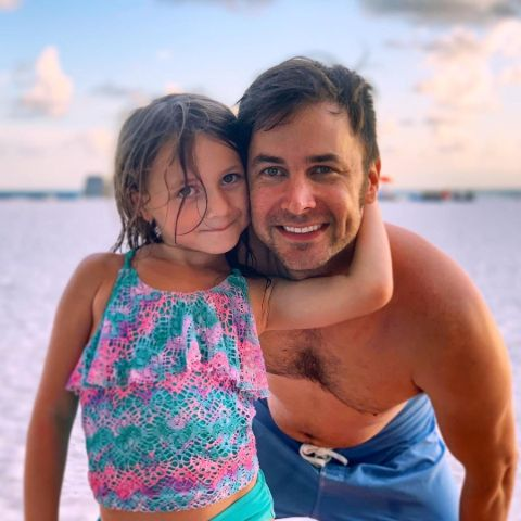 Sean Klitzner is enjoying with his daughter.