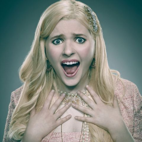 Abigail Breslin holds American nationality.
