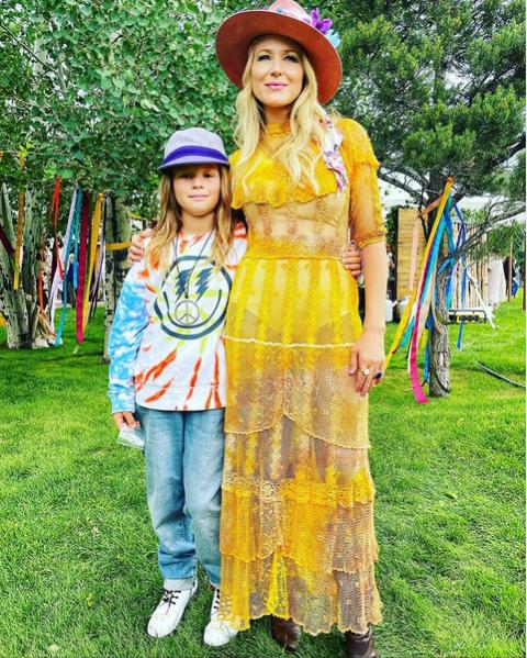 Jewel Kilcher with her son.