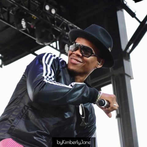 Ronnie DeVoe is an American singer and rapper.