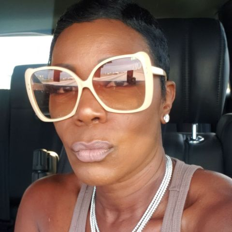 Sommore holds American nationality.