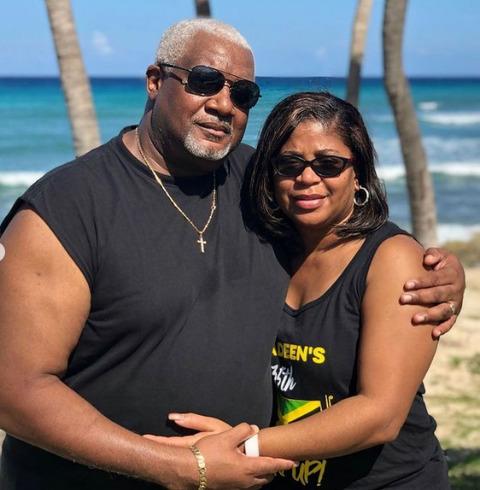 Devale Ellis' parents posing for a picture.