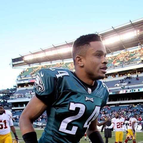 Nnamdi Asomugha signed a five-year,$60 millioncontract with the Philadelphia Eagles.