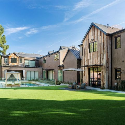 The American Idol winner purchased the home in 2012 for $2.86 million dollars, and put it up on the market five years later in 2017 on-and-off.