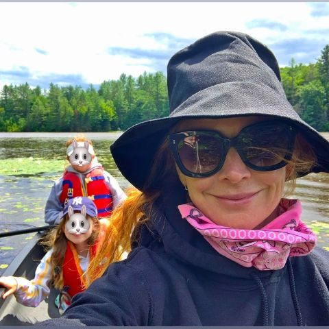 Sarah Rafferty is living with her children.