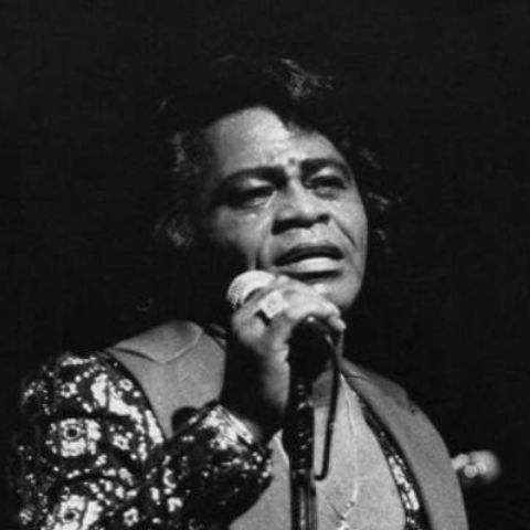 LaRhonda Pettit's father,James Brown,was married to four different women.