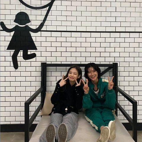 Hoyeon Jung took to Instagram on September 26 to show off the tremendous support she received from her best buddy.
