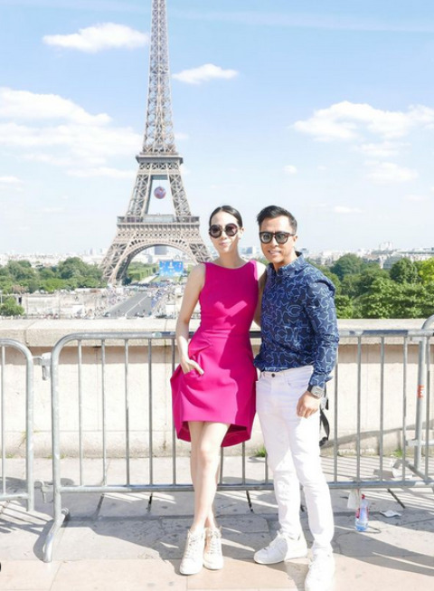 Cissy Wang posing for a picture with her husband.