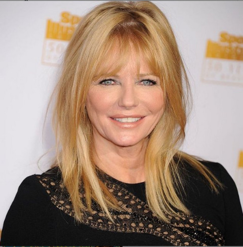 Cheryl Tiegs posing for a picture.